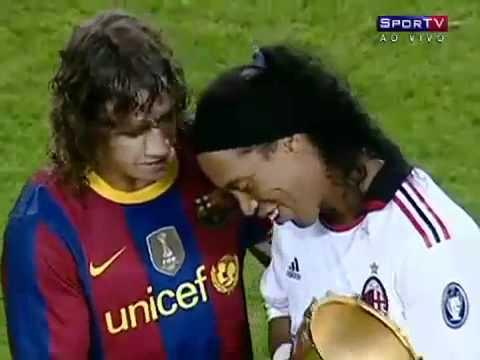 Milan 1×1 barcelona 25/08/2010 – Ronaldinho gaucho é ovacionado