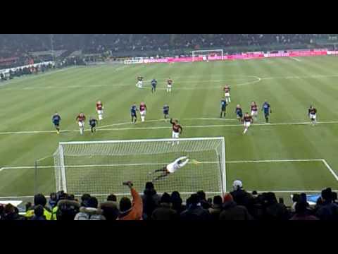 RONALDINHO Misses PENALTY (Inter Milan V AC Milan) 24.1.2010