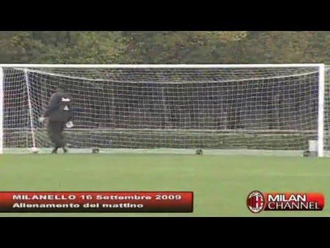 Ronaldinho Warm Up Milan 2009-2010 [by nitter]